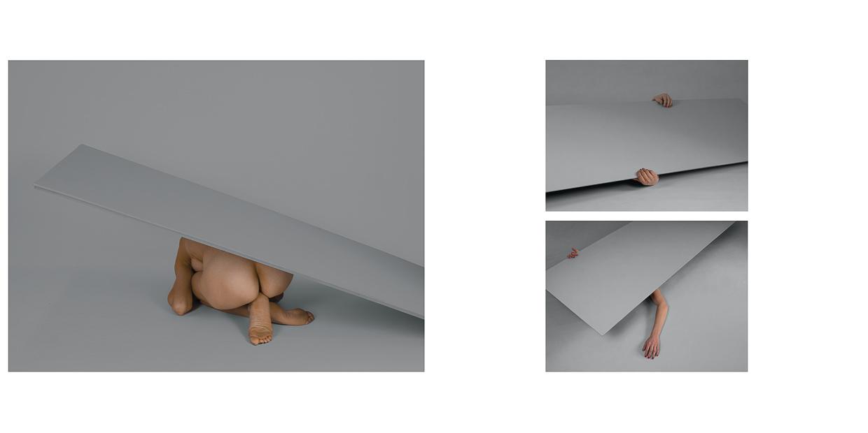 Photographie de Michel Rey - Triptyque d'un corps de femme au sol et nue jouant avec une porte