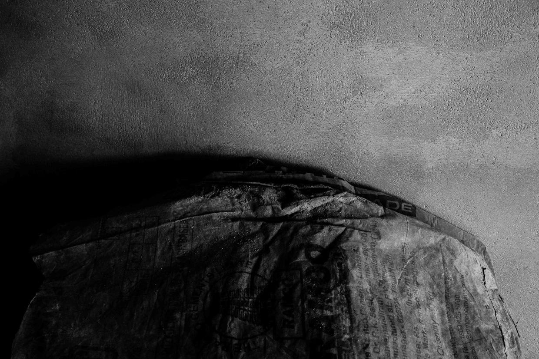 Photographie de Michel Rey - Triptyque d'un corps de femme debout et nu dans une boite