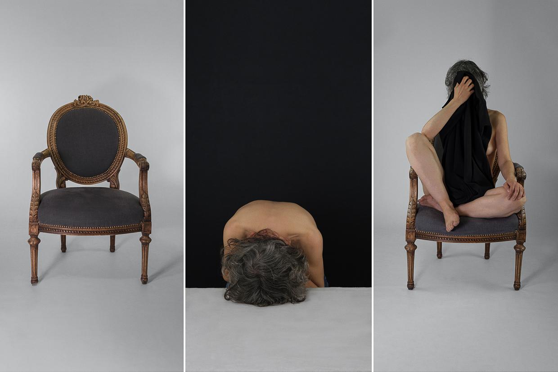 Photographie de Michel Rey - Triptyque constitué d'un fauteil vide, d'une femme le dos nue couchée sur une table et un fauteuille dans lequell est assise la femme d'un drap noir masquant sa nudité et son visage.