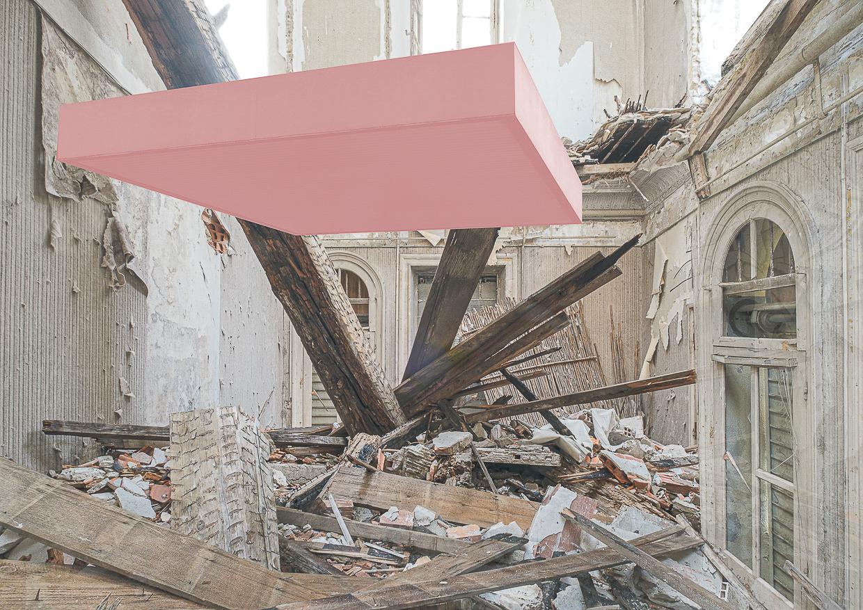 Photographie de Michel Rey prise dans le chateau de la La Gafette à Port de Bouc. La photo représente unparallépipède rose en suspension dans une des pièces du chateau . Les murs de la pièce sont constitués de 3 collages supperposés de différentes parties de la même salle.