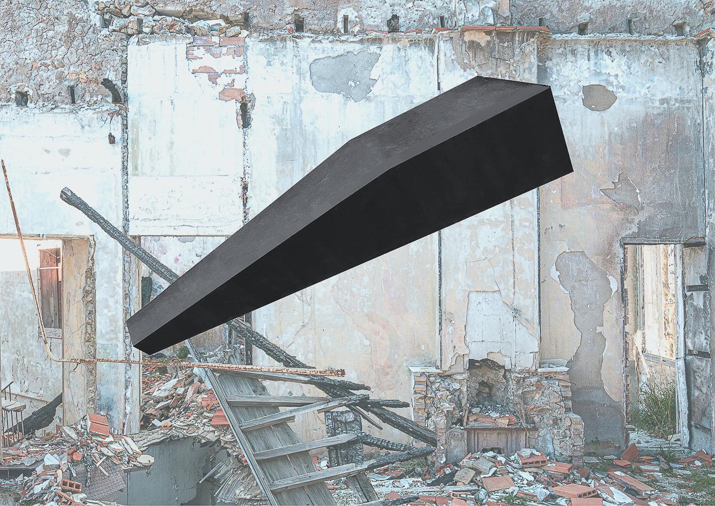Photographie de Michel Rey prise dans le chateau de la La Gafette à Port de Bouc. La photo représente une rampe noir, inclinée et en suspension dans une des pièces du chateau . Les murs de la pièce sont constitués de 3 collages supperposés de différentes parties de la même salle.