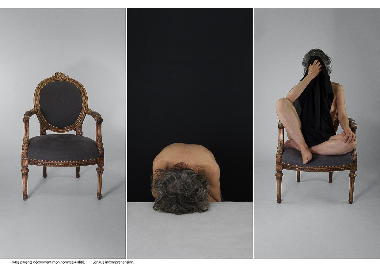 Photographie de Michel Rey - Triptyque constitué 1) d'un fauteil vide, 2) d'une femme le dos nue couchée sur une table, les cheveux en avant et 3) un fauteuil dans lequell est assise la femme d'un drap noir masquant sa nudité et son visage. Intitulé de la photo : Mes parents découvrent mon homosexualité. Longue incompréhension .